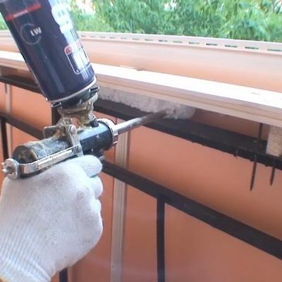 Монтаж парапета балкона