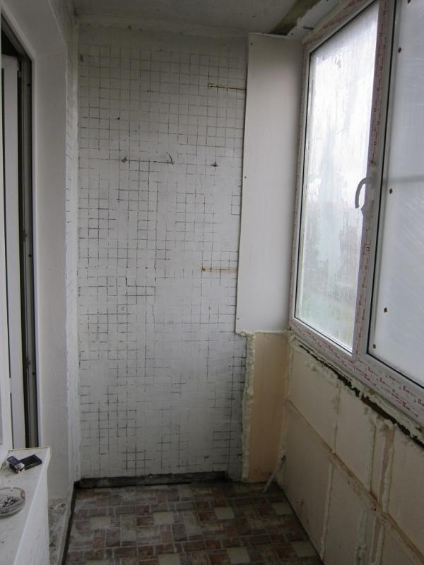 Остекление окнами пвх и внутренняя отделка лоджии в 3-х комн.